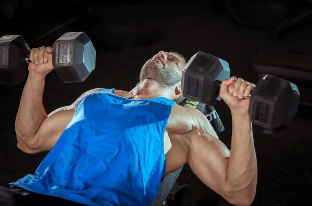 Ασκήσεις που χτίζουν το άνω στήθος