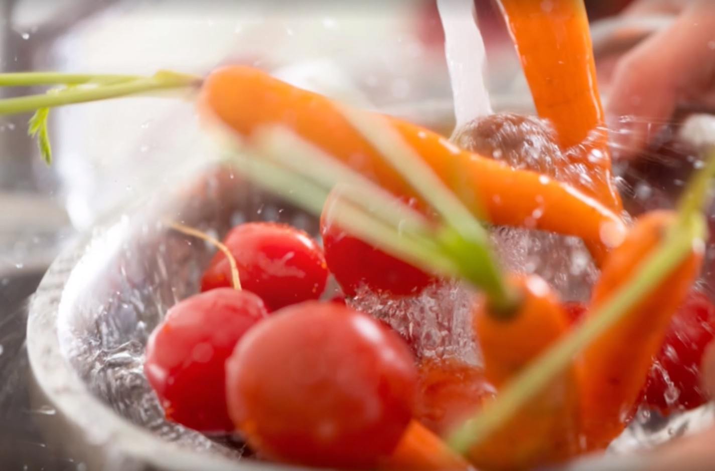 Μην ξεχνάτε να πλένετε τα φρούτα και  τα λαχανικά
