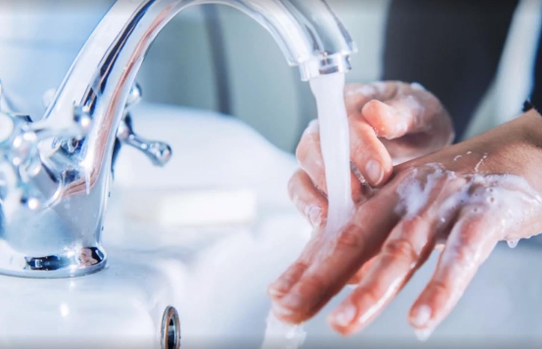 Να πλένετε τα χέρια σας πριν και μετά τα ψώνια