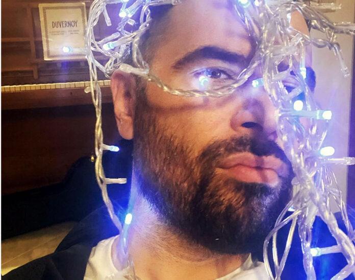 Big Brother: Αυτός είναι ο τραγουδιστής που γράφει εναντίον της Ραμόνα!...και ψεύτρα και ρουφιάνα