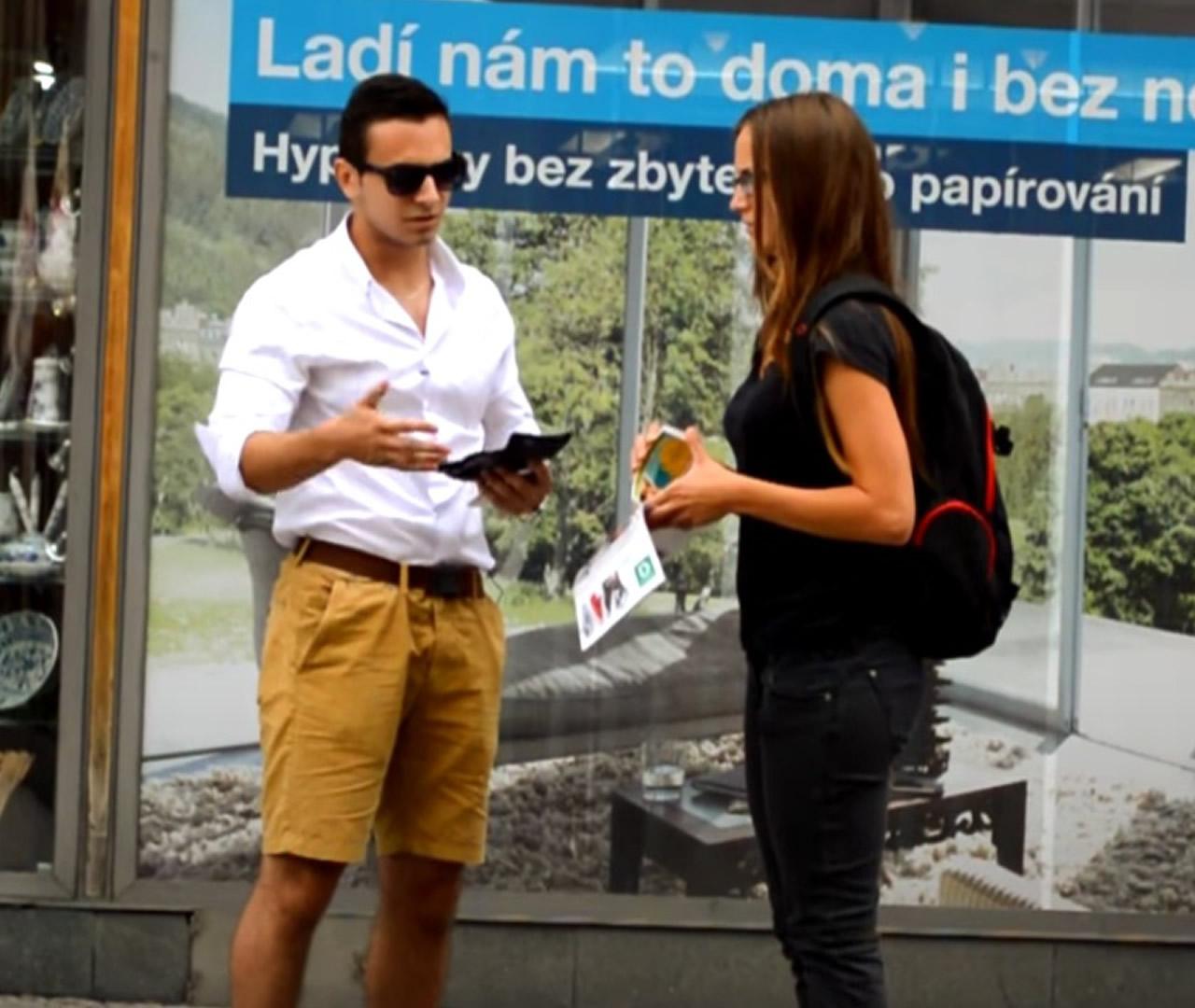 Τρομερό κοινωνικό πείραμα: 2 τύποι προσφέρουν 1000€ σε κορίτσια για να πάνε μαζί τους! Θα πάνε;