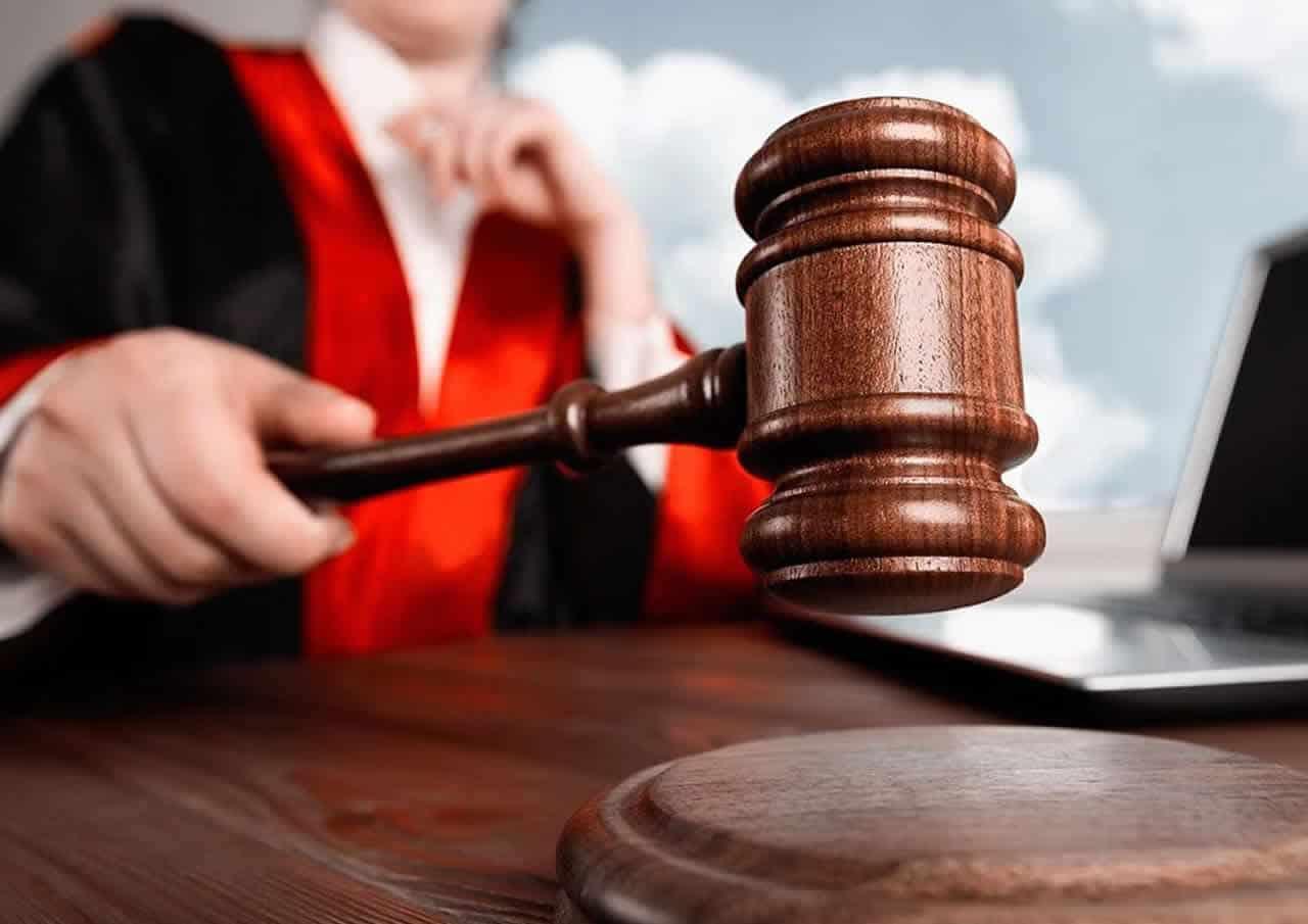 ΑΝΕΚΔΟΤΟ Ο δικηγόρος,τα 10 διαζύγια και η παρθένα