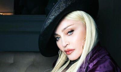 Στα 62 της η Μαντόνα φουλ πλαστική ποζάρει μόνο με τα... κοσμήματα της! Αντέχεις;