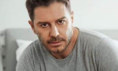 Τον Αλέξανδρο Μπουρδούμη την φετινή σεζόν τον απολαύσαμε στη σειρά της ΕΡΤ «Χαιρέτα μου τον Πλάτανο» στο ρόλο του παπά-Ανδρέα.