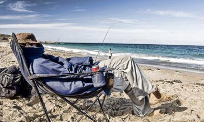 Ήταν ένας τεμπέλης νέος που ψάρευε όλη μέρα από τα βραχάκια. Πουλούσε τα ψάρια που του περίσσευαν και έβγαζε λίγα χρήματα για να ζει.