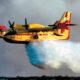 Σε εξέλιξη εξακολουθεί να βρίσκεται η φωτιά που εκδηλώθηκε χθες το βράδυ σε δασική έκταση, στην περιοχή Σχίνο Λουτρακίου, ενώ με το πρώτο φως της ημέρας ξεκίνησαν τις ρίψεις νερού τα πυροσβεστικά αεροπλάνα.