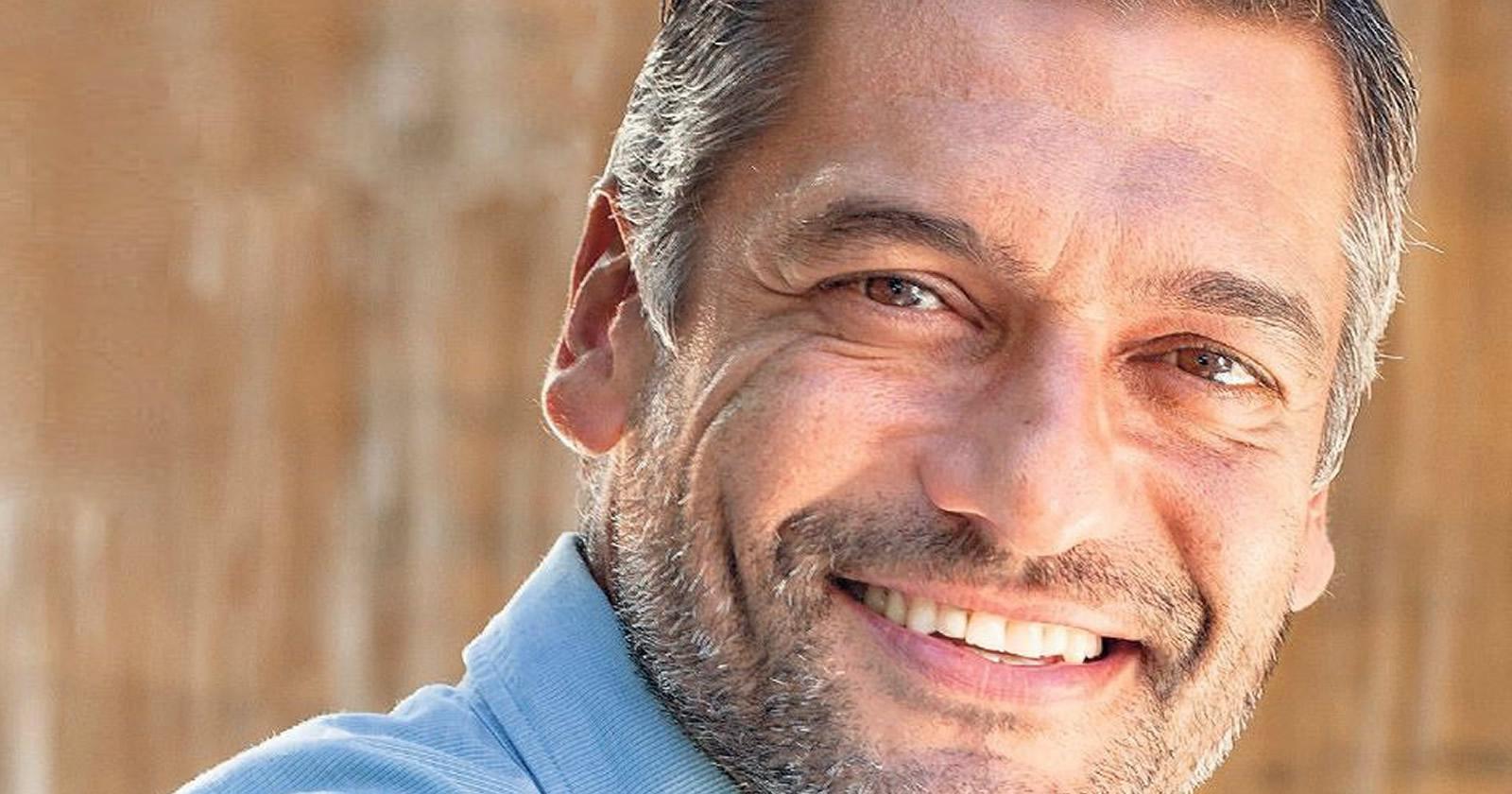 """Ο ηθοποιός Στέλιος Κρητικός μίλησε σε μια εκ βαθέων συνέντευξη στην εκπομπή της Ηλιάνας Παπαγεωργίου """"Pop Up"""" όπου αποκάλυψε τι"""