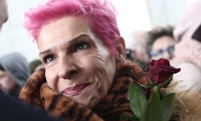 Δεν την αφήνει να αγιάσει την γυναίκα! Η αγαπημένη μας τραγουδίστρια Σοφία Βόσσου μεταφέρθηκε απο το εξοχικό της σπίτι στην Σαλαμίνα για