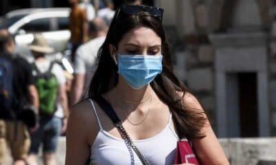 Με 40 βαθμούς και τον καύσωνα να έρχεται δρομαίως στην χώρα μας το να κυκλοφορεί κάποιος στον δρόμο φορώντας μάσκες είναι το λιγότερο