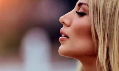 Κάθε καλοκαίρι η παρουσιάστρια ξέρει πως να μαγνητίζει όλα τα βλέμματα πάνω της και μάλιστα γίνεται αυτομάτως ένα απο τα πρόσωπα με τις
