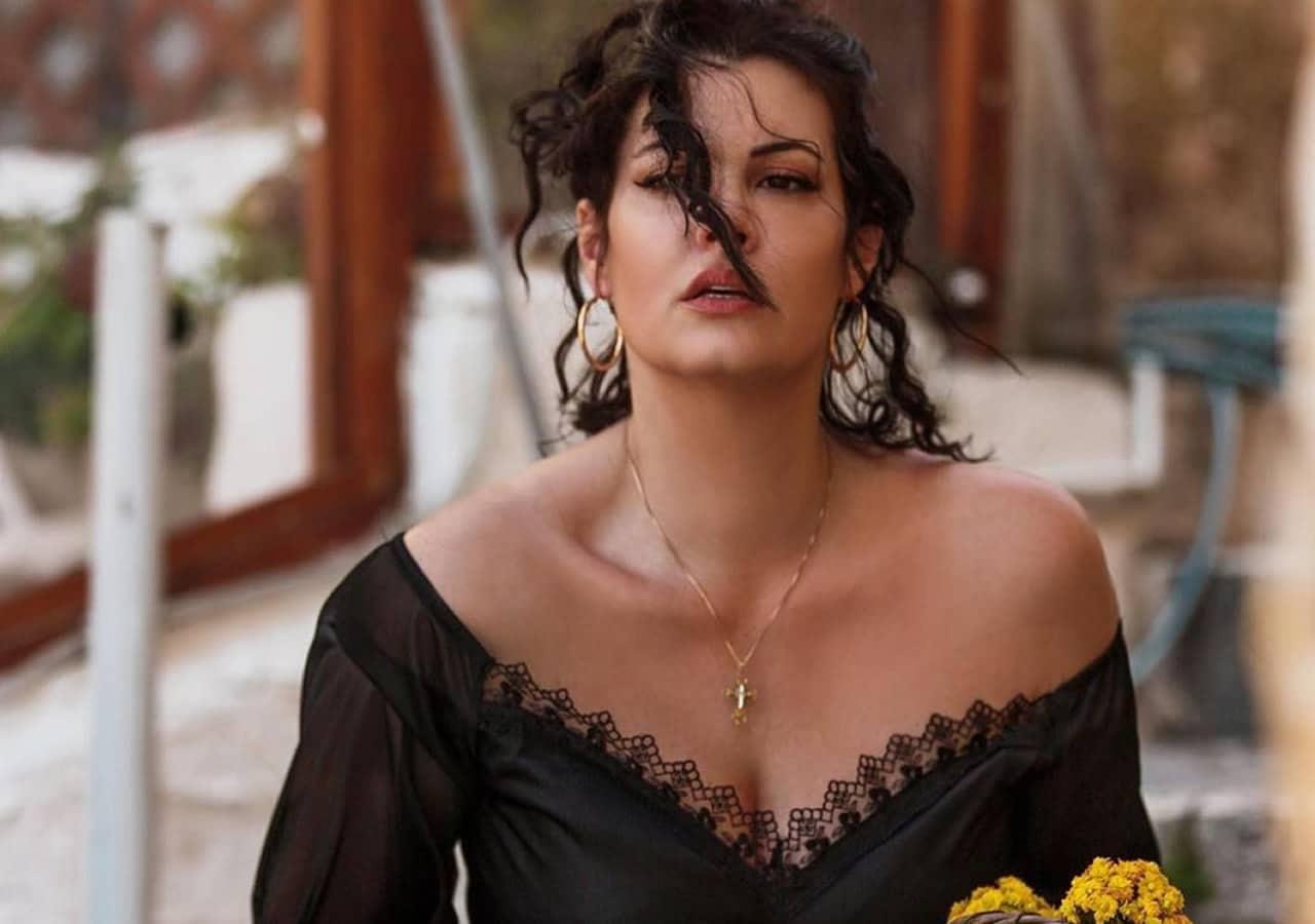 Η Μαρία Κορινθίου είναι μία από τις πιο διαχρονικές αξίες στην ελληνική σόου-μπιζ. Όσος καιρός κι αν περάσει από την πρώτη στιγμή που την