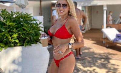 Οι βουτιές της είναι δίχως τέλος! Μια ακόμα εξόρμηση έκανε στην παραλία η Κωνσταντίνα Σπυροπούλου και ο φωτογραφικός φακός ήταν εκεί,