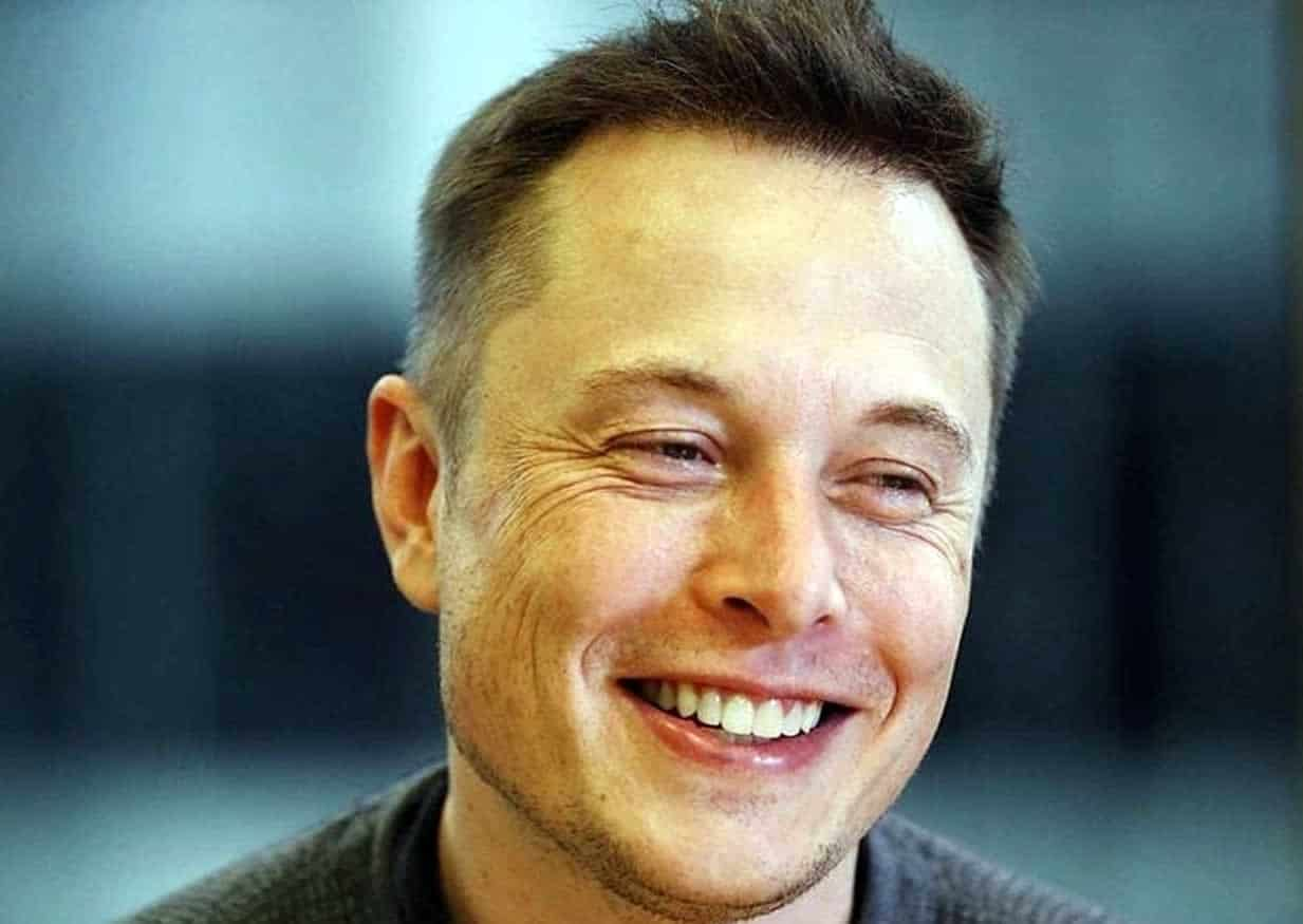 Ο ιδρυτής και ιδιοκτήτης της εταιρίας Tesla, ο δισεκατομμυριούχος Έλον Μασκ, ο άνθρωπος που βρίσκεται πίσω απο καινοτόμες εφευρέσεις