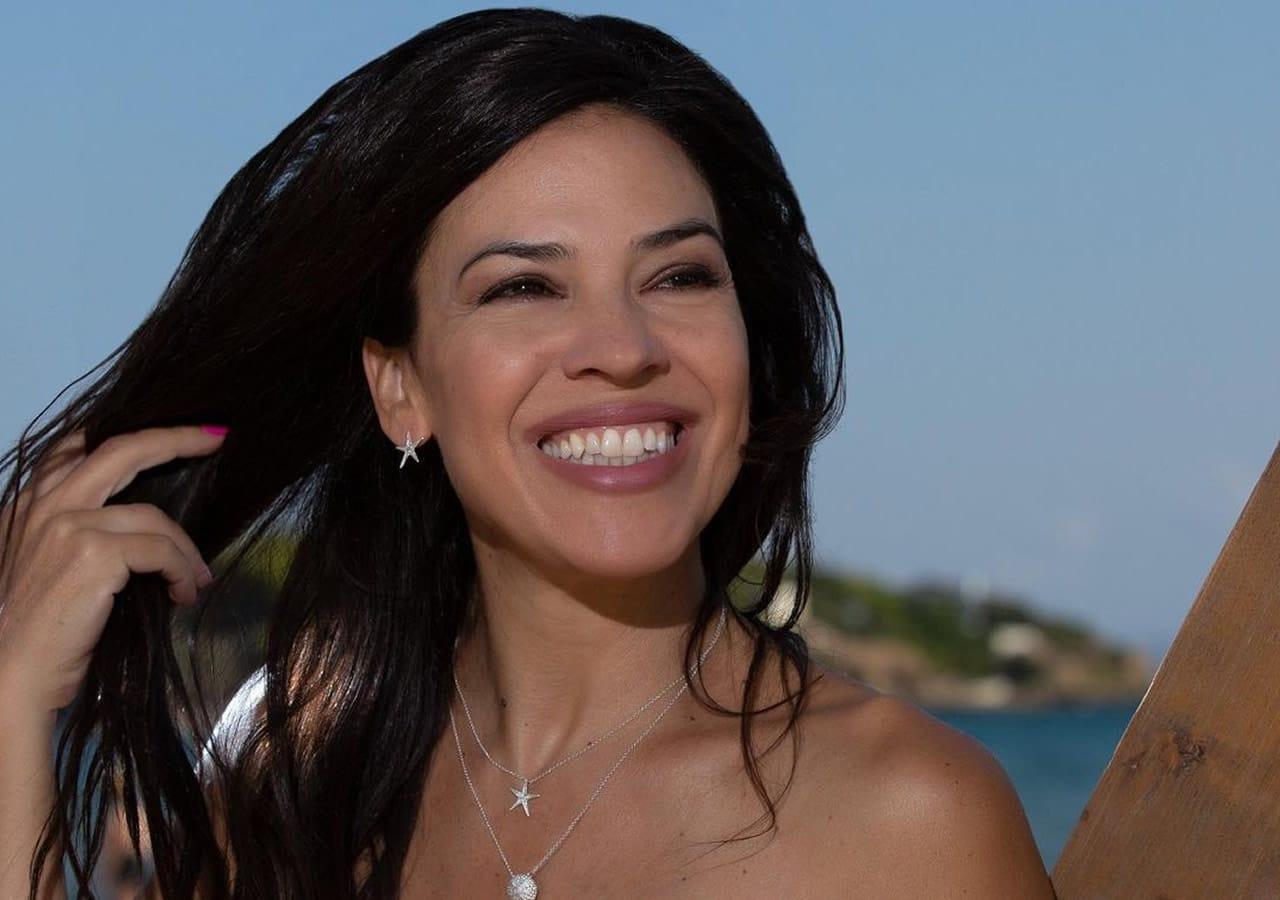 Πραγματική οπτασία δίπλα στην πισίνα η ηθοποιός Ναταλία Δραγούμη ποζάρει και κολάζει. Αν και πλέον πλησιάζει στην έκτη δεκαετία της ζωής,