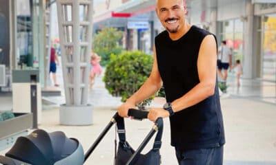 Δημήτρης Σκουλός: Βγάζει την κόρη βόλτα με κάλτσα και παντόφλα!