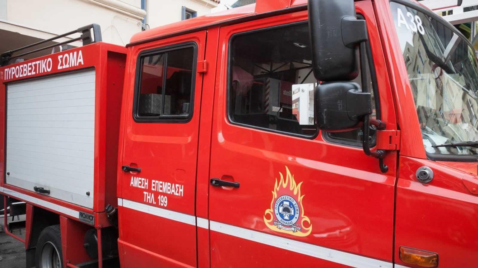 Στις φλόγες τυλίχτηκε σήμερα τα ξημερώματα οικία η οποία σύμφωνα με τις πρώτες πληροφορίες ήταν ακατοίκητη στην Άνω Πόλη Θεσσαλονίκης