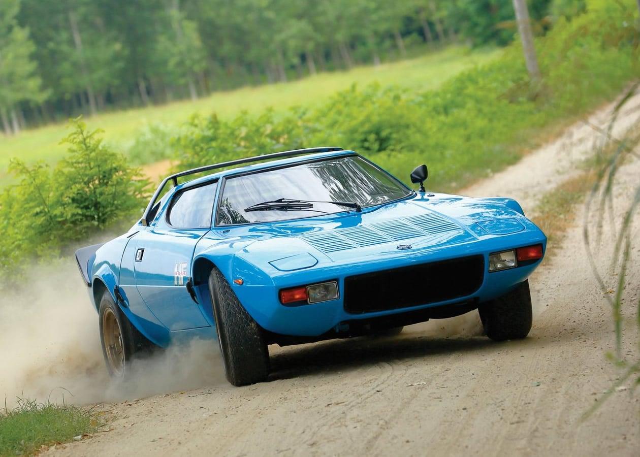 Στο σφυρί, μια Lancia Stratos HF Stradale του 1975, ένα από τα πιο επιτυχημένα αγωνιστικά αυτοκίνητα που σχεδιάστηκαν ποτέ. Σχεδιασμένη από