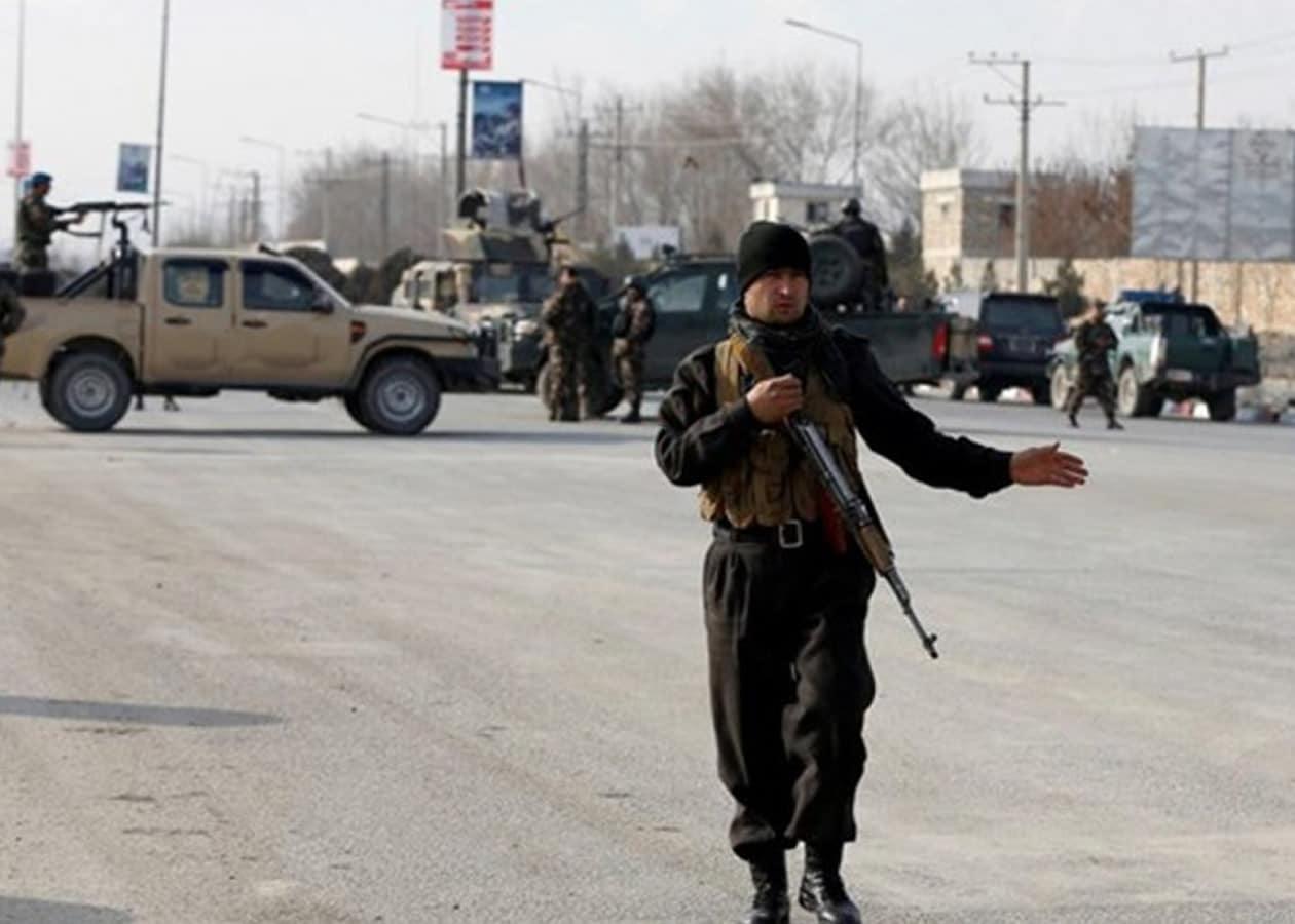 Το Κίνημα των Ταλιμπάν στο Πακιστάν (ΚΤΠ) ανέλαβε την ευθύνη για την επίθεση καμικάζι η οποία στοίχισε τη ζωή σε τέσσερις πακιστανούς