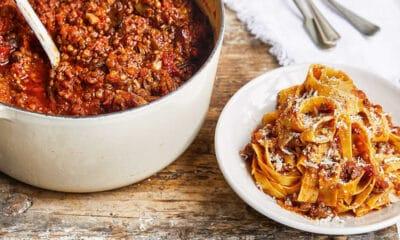 Εδώ θα βρείτε τις 5 καλύτερες συμβουλές που θα σας βοηθήσουν να φτιάξετε την πιο νόστιμη σάλτσα μπολονέζ στο σπίτι σας, μόνες σας και με ευκολία.