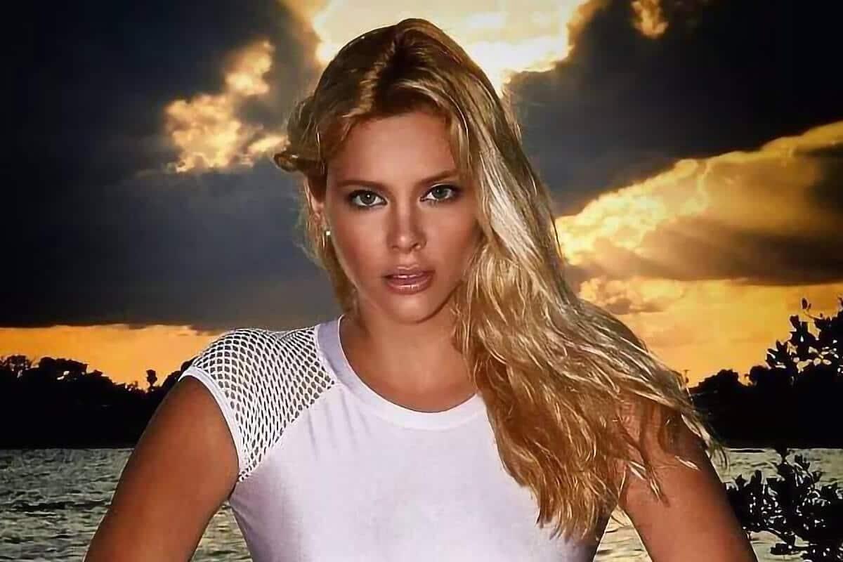 Το εντυπωσιακό ξανθό μοντέλο Ρία Αντωνίου που κάνει καριέρα στο εξωτερικό έχοντας αφήσει την μιζέρια της Ελληνικής τηλεόρασης και showbiz