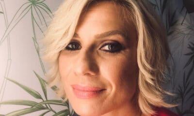 H Κατερίνα Καραβάτου έχει ανοίξει νέα σελίδα στη ζωή της και οι φήμες λένε ότι νέος σύντροφός της είναι γνωστός σκηνοθέτης της τηλεόρασης